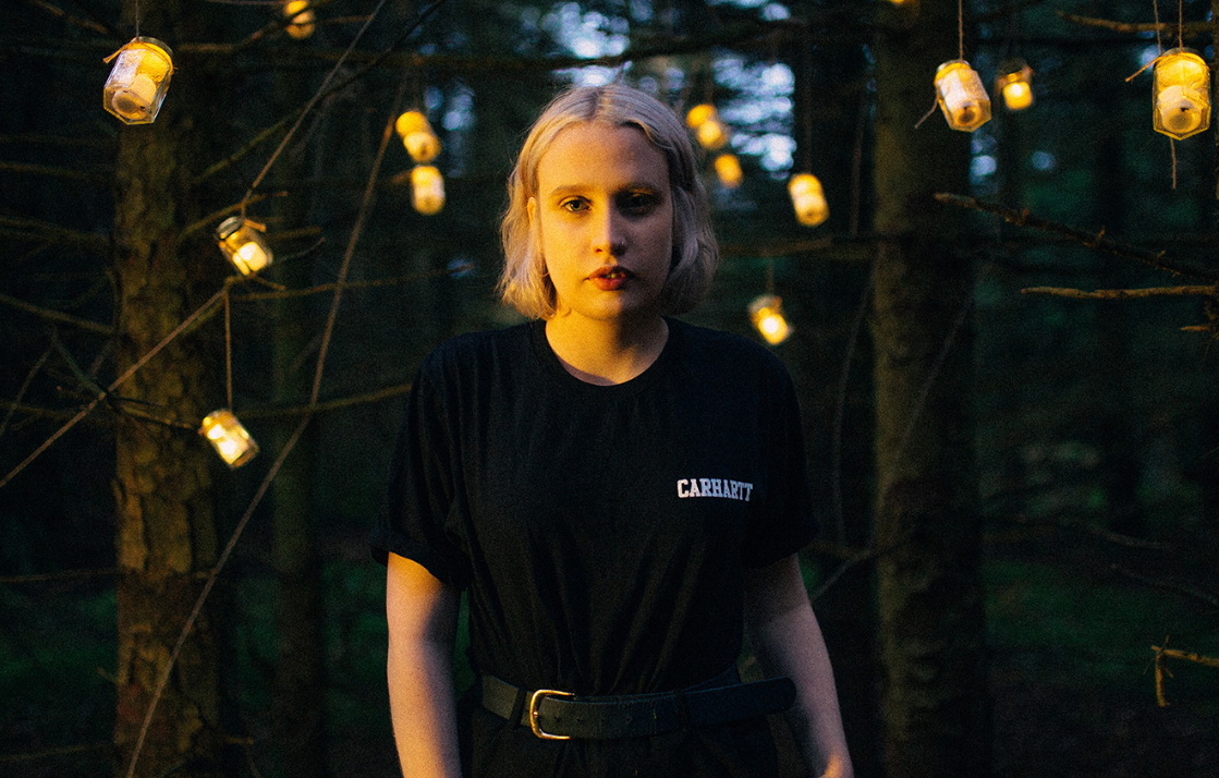 Lizzy Farrall releases video for new single 'Broken Toy'